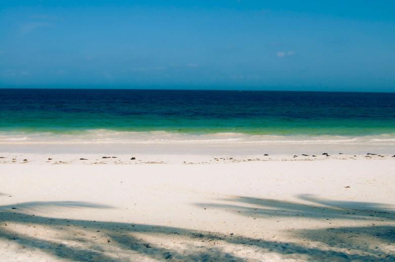 Intian valtameri Mombasan rannikolla.