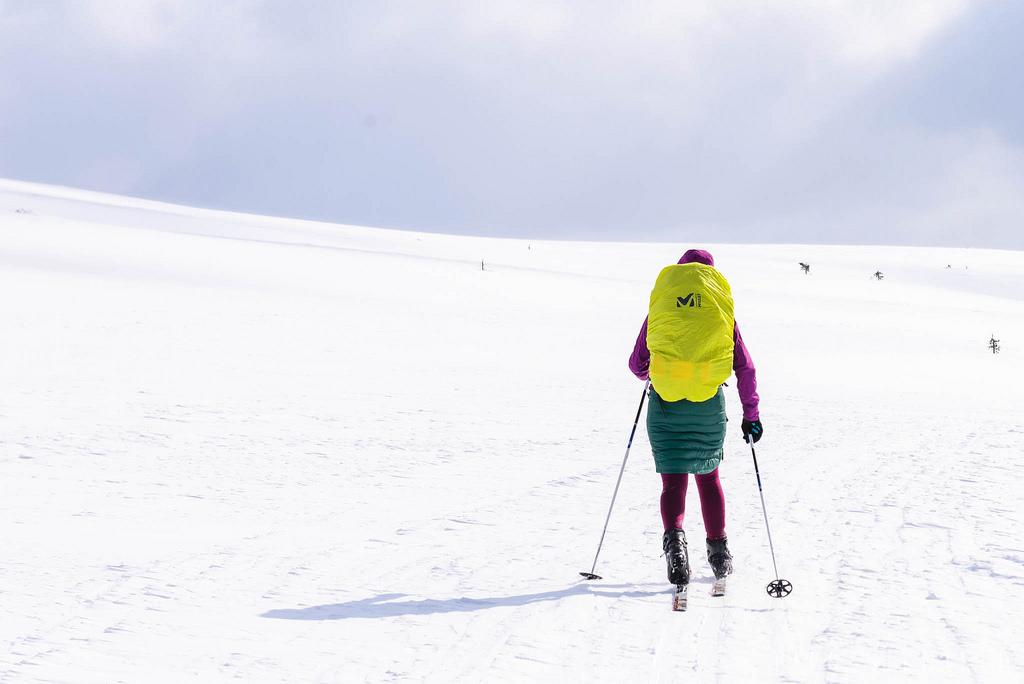 hiihtämässä kiilopäällä